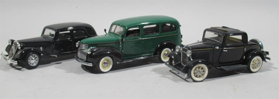 FRANKLIN MINT - Lot de trois miniatures dont : * Citroën Traction T.A. 15 cv échelle…