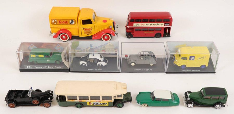 Ensemble de 10 voitures miniatures comprenant : SOLIDO AEC double decker RT, SOL…