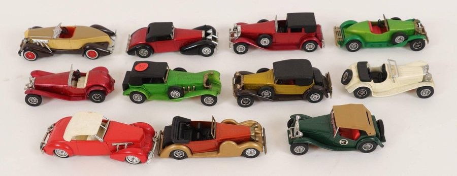 MATCHBOX Ensemble de 11 voitures miniatures comprenant : MERCEDES BENZ SS, AUBUR…