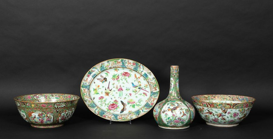 Four Canton porcelains, China, Qing Dynasty, 1800s Two large bowls, an oval plat…