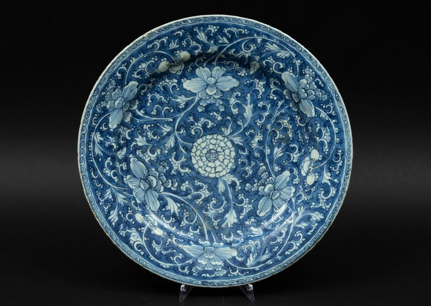 Two porcelain plates, China, Qing Dynasty Kangxi period (1662 1722). Diam 35.5cm