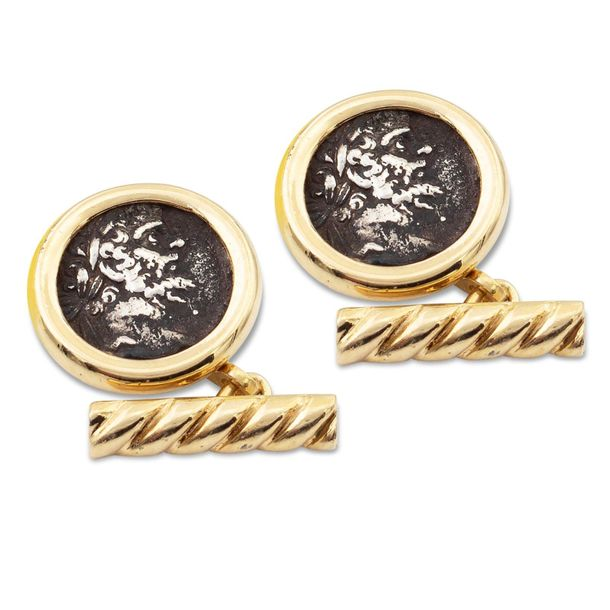 18kt gold circular cufflinks weight 10 gr. Centered by two medals depicting an e…