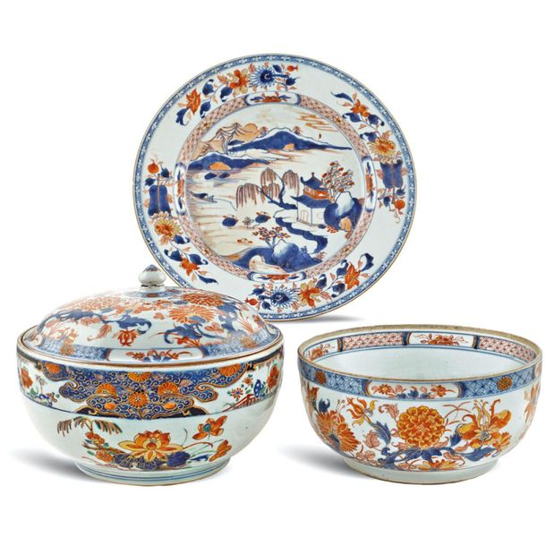 Group of Imari porcelain objects (3) 19th 20th century a) porcelain circular tur…