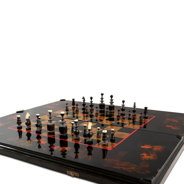 Lacquered wooden chessboard China, early 20th century lacquered in black and gol…