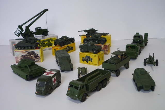 DINKY (15), lot de véhicules militaires :  - Toys (GB) 622, 10 Ton Army Truck +…