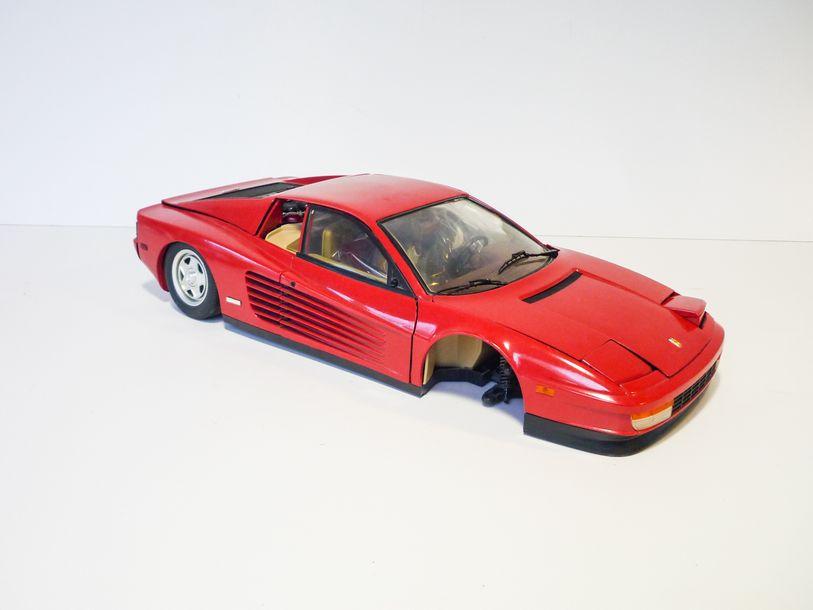 POCHER (RIVAROSSI) Ferrari Testarossa en métal, 57 cm [manques et accidents].