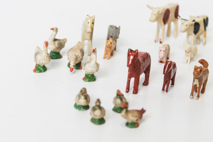 Set de figurines de ferme en bois : vaches, moutons, canards, etc. [usures d'usa…