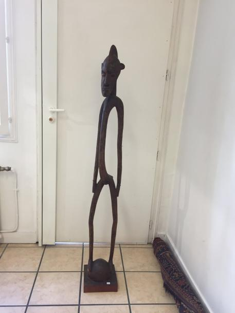 Statue de style Senoufo, Côte d'Ivoire Bois à patine brune 156 cm Production contemporaine,…