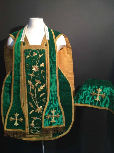 chasuble en velours vert brod de fil d 39 or broderie d 39 pis de bl avec. Black Bedroom Furniture Sets. Home Design Ideas