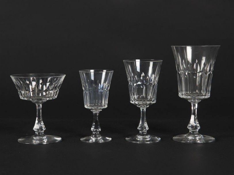 baccarat service de verres en cristal taill mod le navarre comprenant. Black Bedroom Furniture Sets. Home Design Ideas