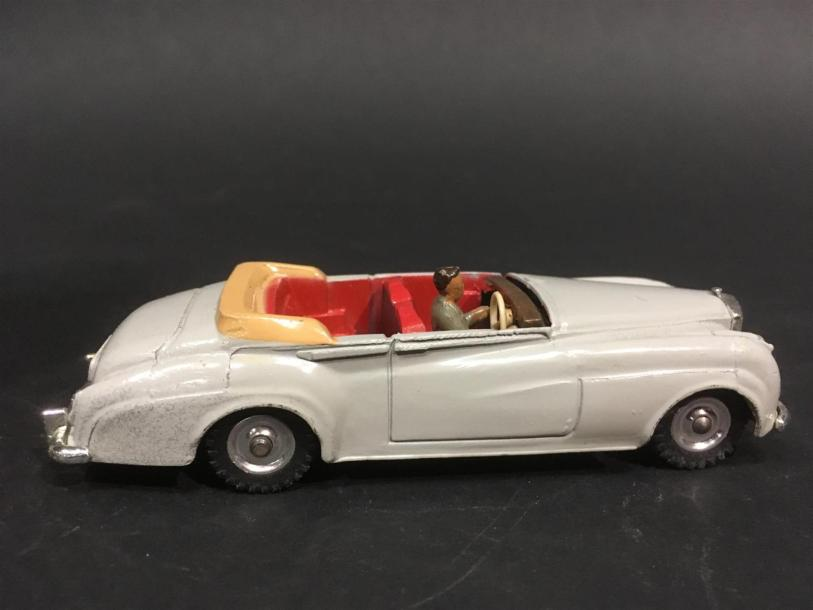 Dinky Toys Made in England Bentley S2 194 Couleur gris clair bon état