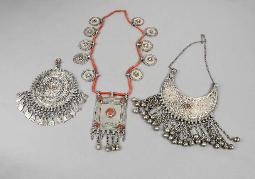 A Yemen necklace silver coloured metal and glass beads, with disc pendants and a…