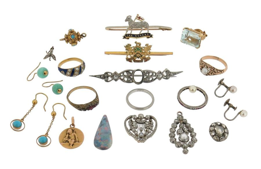 Various item of jewellery, including a Regimental brooch for The Queen~s Royal R…