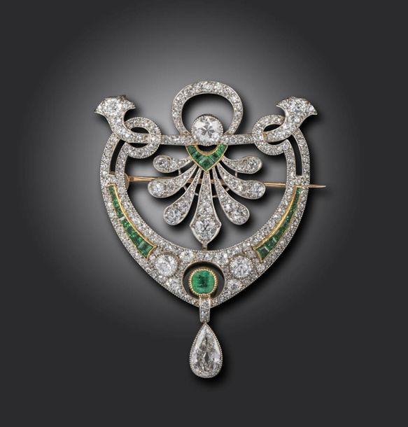 An early 20th century emerald and diamond brooch pendant, set overall with gradu…