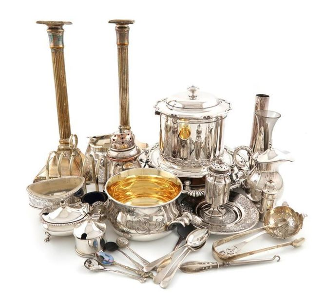 A mixed lot, comprising silver items: a Victorian two handled bowl, by William K…