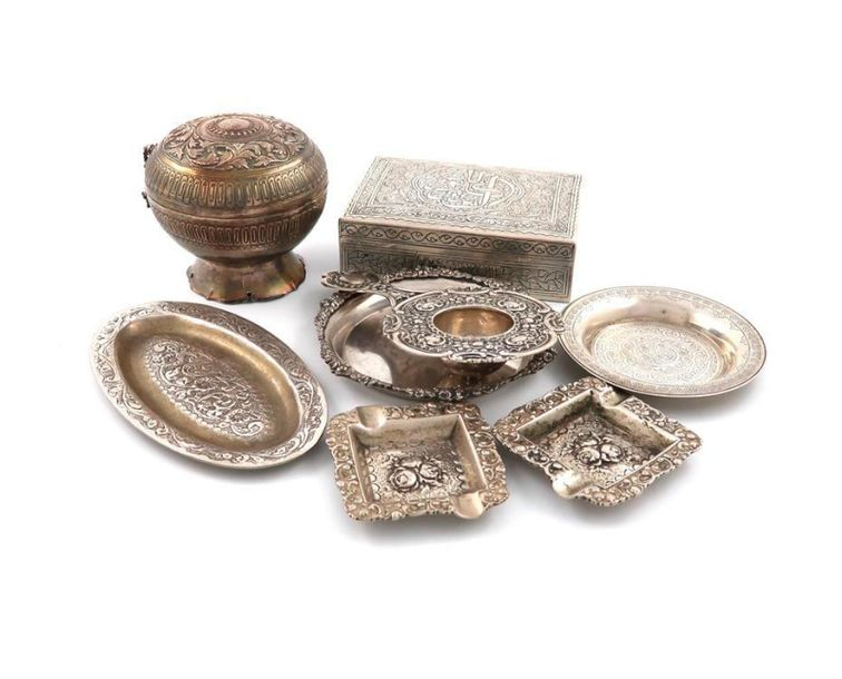 A mixed lot of silver metalware items, comprising: an Egyptian cigarette box, a …