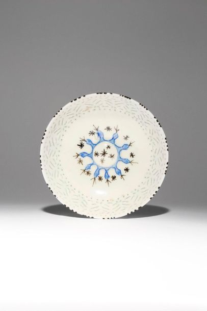 A SAFAVID GOMBROON WARE BOWL 17TH/18TH CENTURY The well with a circular raised b…