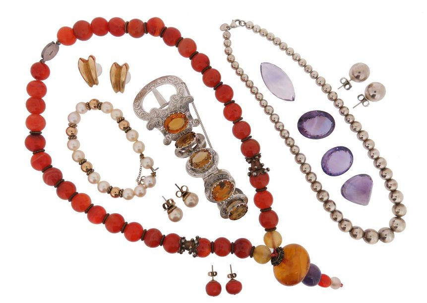 Various items of jewellery, including a Victorian citrine set silver bracelet in…