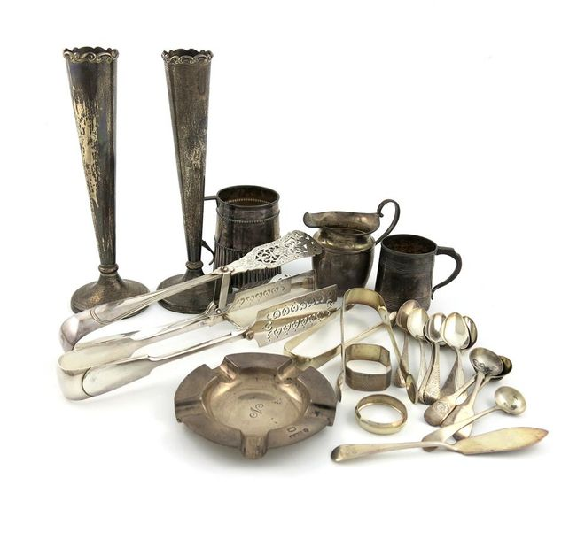 A mixed lot of silver items, comprising a Victorian mug, by Robert Hennell, Lond…