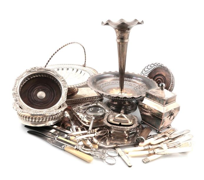 Λ A mixed lot of old Sheffield plated and electroplated items, comprising: a pai…