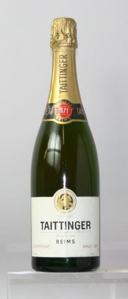 Une bouteille Champagne TAITTINGER 1971