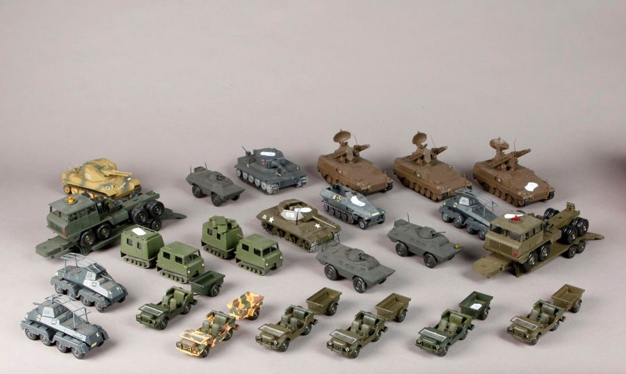 SOLIDO : Véhicules militaires : tanks – chars – camions – JEEP (20 p).