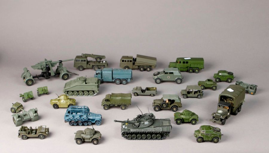 DINKY TOYS – DSTF – DTA : Camion BERLIET tous terrains – JEEP – tank – véhicules…