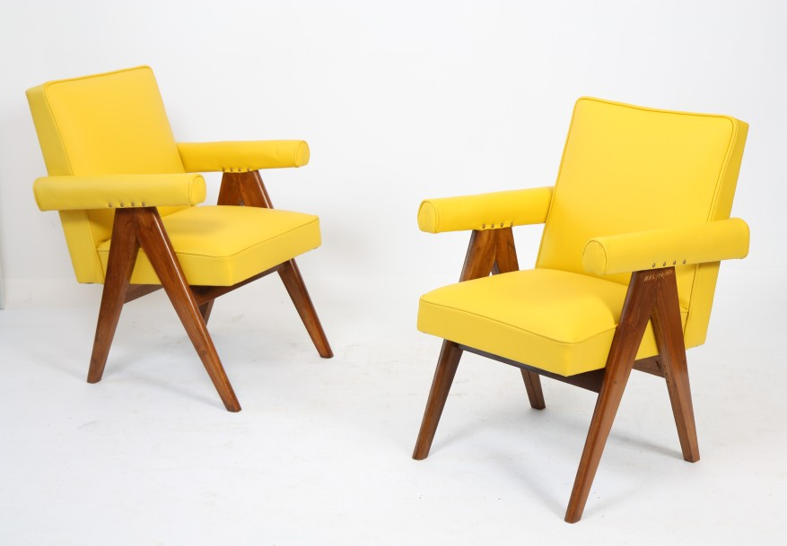 "Pierre JEANNERET (1896-1967)  Ensemble de deux ""senate-committee Chairs"" en teck,…"