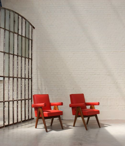 "Ensemble de deux ""Senate-committee Chairs"" de Pierre Jeanneret (1896-1967) En teck,…"