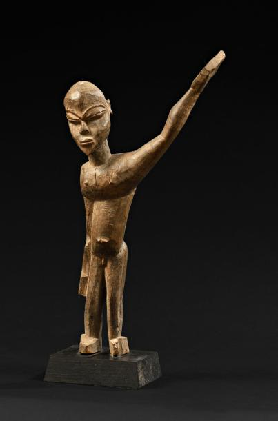 Statuette bateba Lobi, Burkina Faso. Bois à patine brune, accidents.  Haut.: 29…