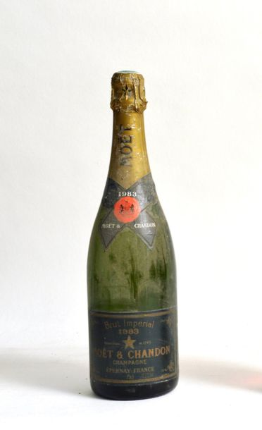 1 bouteille CHAMPAGNE Moet & Chandon 1983