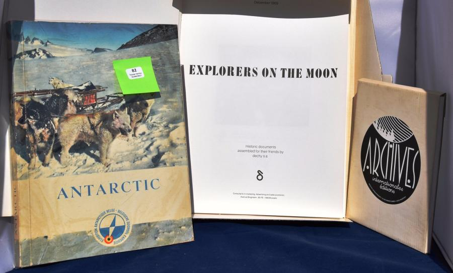 «Antarctic» et «Explorers on the Moon». Album d'images édité par Côte d'Or en 1960…