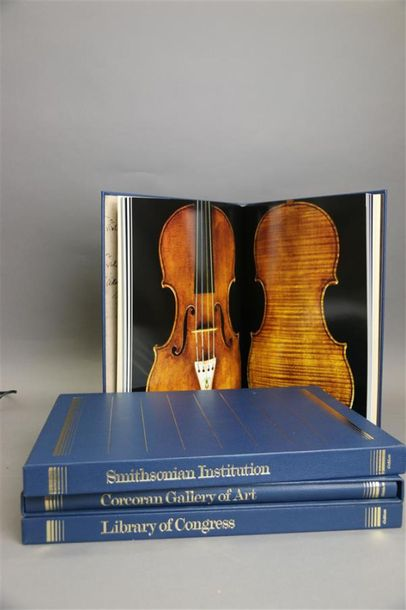 Très bel ouvrage en 3 volumes grand format, 26 X 37,5. Editions Gakken. The stringed…