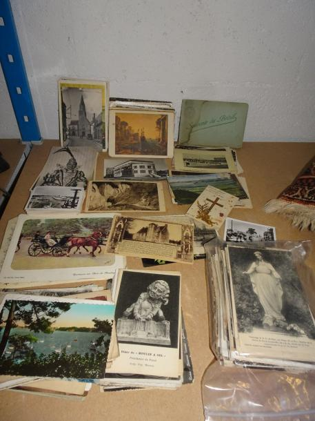 Lot de cartes postales et photos.