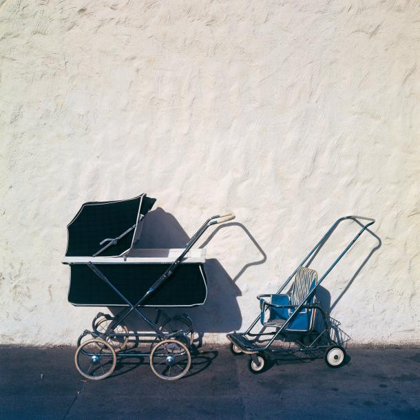 Michel HOSSZU (1944)  Two baby's car, New York, 1964.  Tirage argentique.  Signé,…
