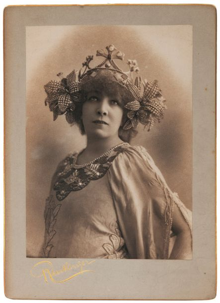 BERNHARDT SARAH (1862-1923) Ensemble de documents lettres, photographies, dessins,…