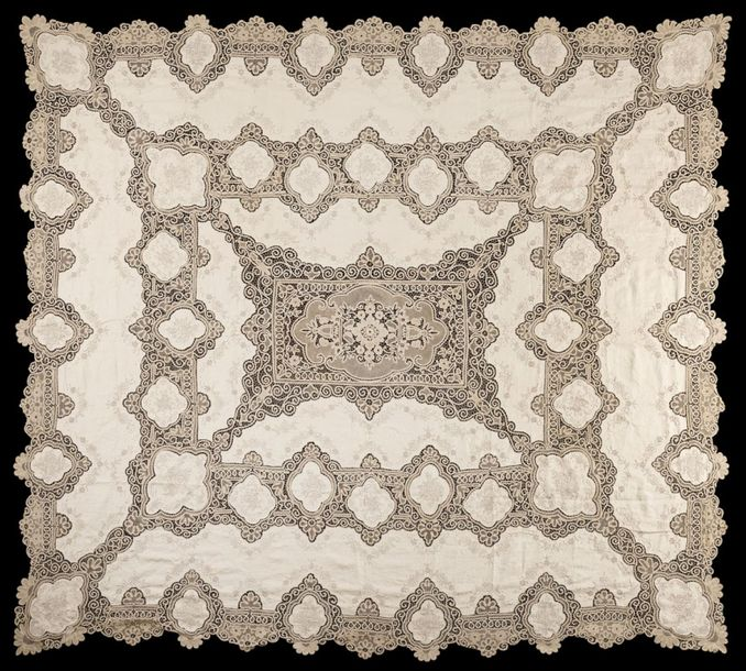 Cantù lace tablecloth in off white cotton, 20th century. (cm 262x226) (defects a…
