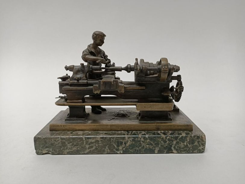 "Carl KAUBA (1865 1922) ""Mécanicien"" Bronze à patine burne. Base rectangulaire en…"