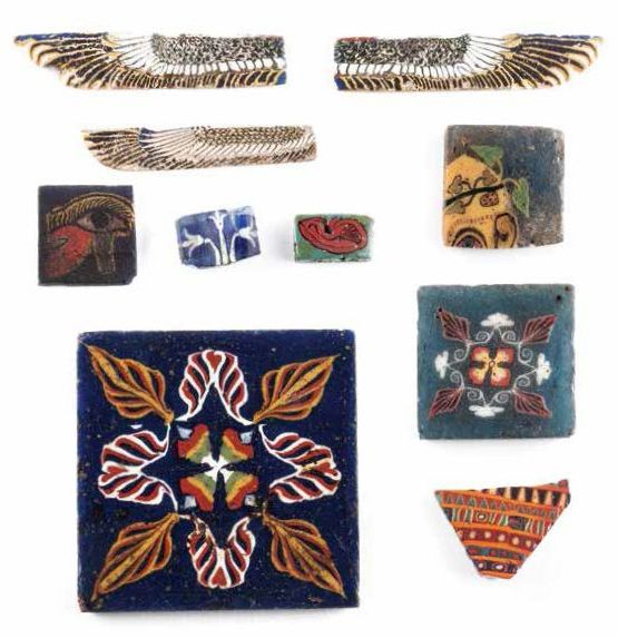ENSEMBLE D'INCRUSTATIONS GROUP OF EGYPTIAN MOSAIC GLASS INLAYS Lot comprenant trois…