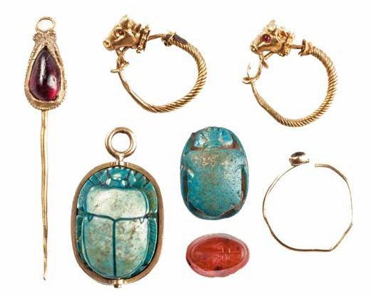 ENSEMBLE DE BIJOUX ANTIQUES A GROUP OF EGYPTIAN AND ROMAN JEWELERY Petit lot de…