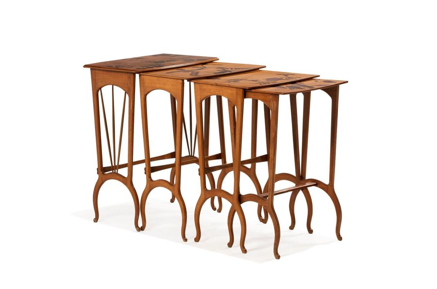 Louis MAJORELLE (Toul 1859 - Nancy 1926) Suite de quatre tables gigognes en hêtre…
