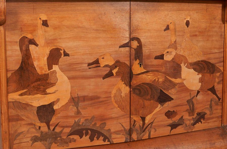 Louis MAJORELLE (1859 1926)  Buffet Canards en noyer moulure sculpte et  marquet…
