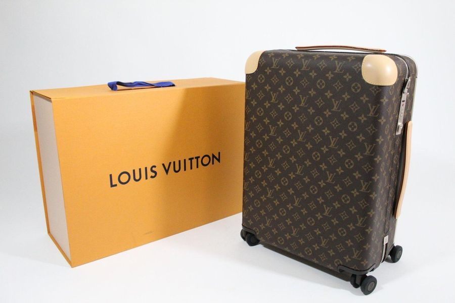 LOUIS VUITTON LOUIS VUITTON par Marc Newson année 2018  Valise ' Horizon 55 ' en…