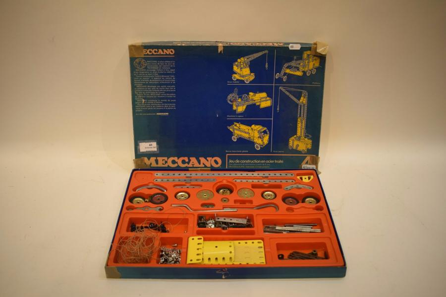 MECCANO  Lot de pièces détachées, on y joint un manuel d'instruction n°4. En l'…