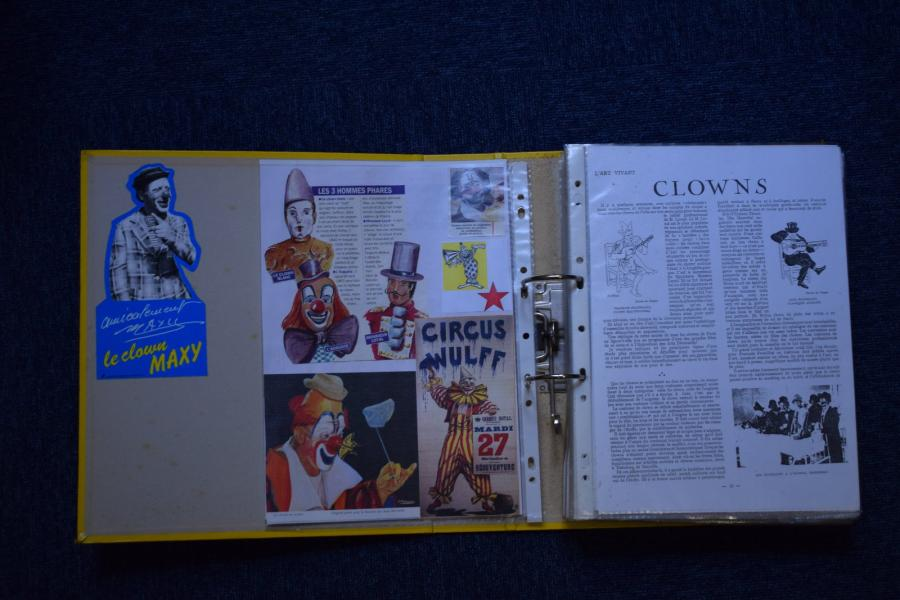 [ Cirque ] [ Documentation ] [ Clowns ]  Ensemble de coupures de presse diverses…