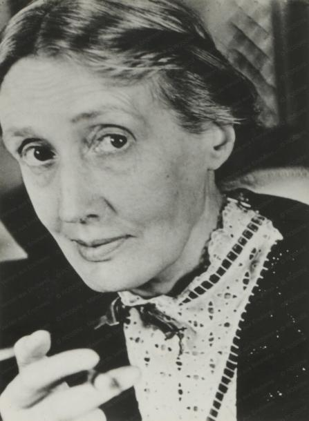 Gisèle FREUND (1908-2000)  Portrait de Virginia Woolf en 1939 à Londres.  Tirage…