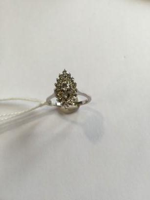 Bague navette en or gris 18K (750) sertie de diamants taillés en brillant en chute.…