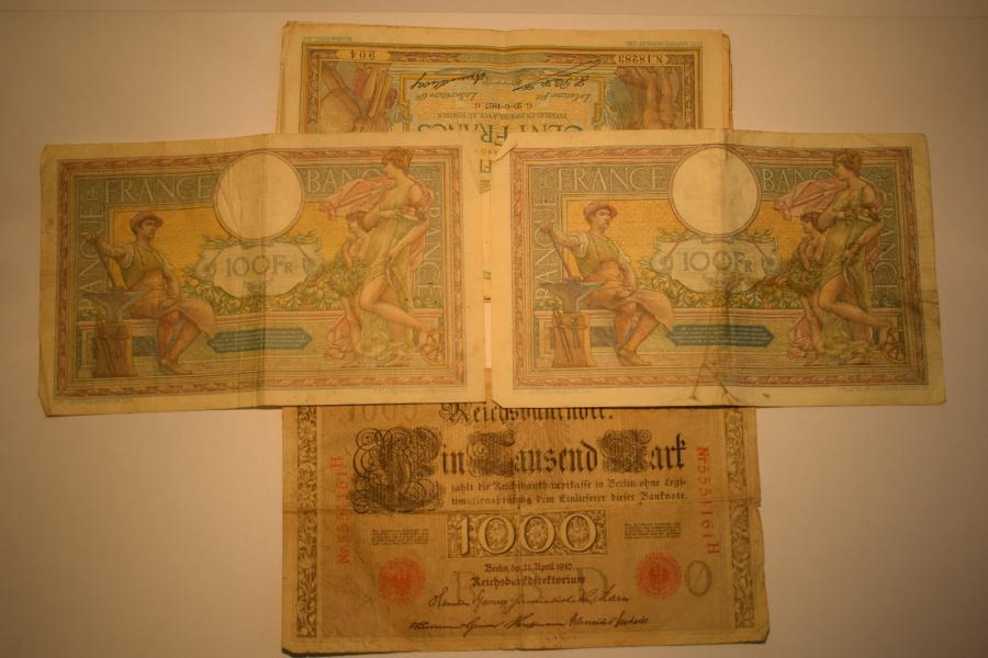10 billets de 100 francs de 1923 à 1927  On y joint un billet de 1000 marks de …
