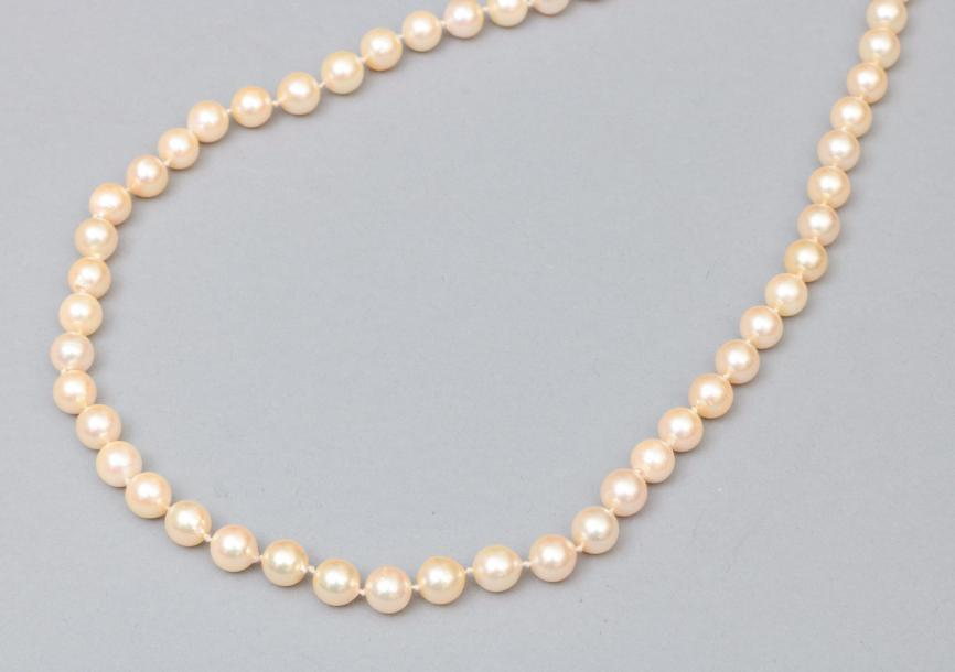 Collier de perles fantaisie.