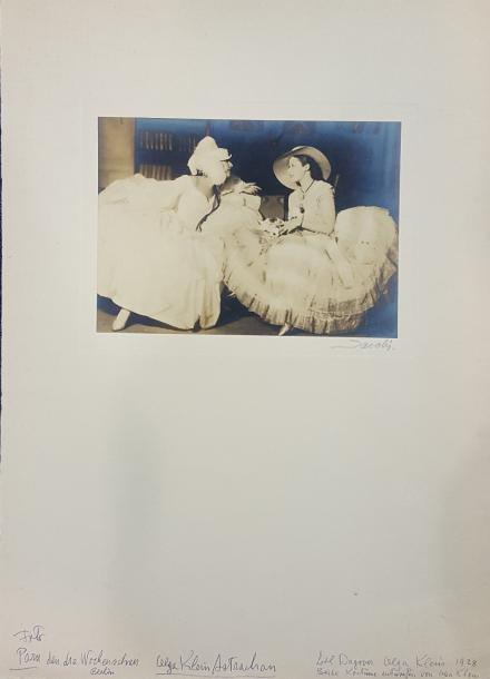 JACOBI Lotte (1896-1990)  Ensemble de deux photographies.  - Olga Klein Astrachan…